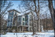 The abandoned hotel lost in the woods